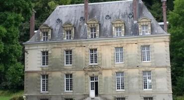 Le château et la chapelle de la Ronce